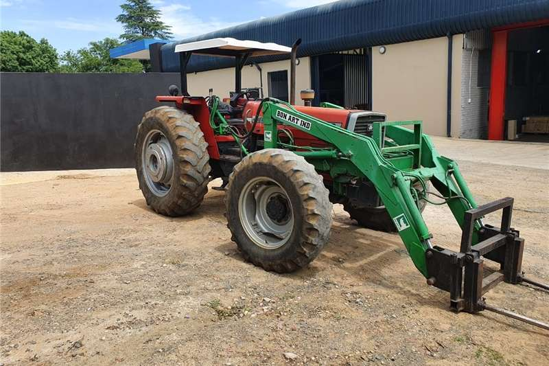 4WD tractors H&C Tweedehanse Trekkers en PlaasImplemente Tractors