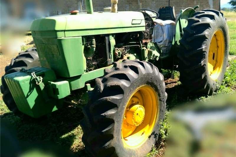 4WD tractors John Deere 2141, 4x4 Tractors