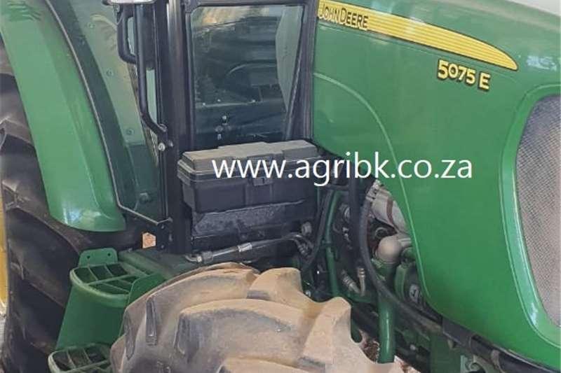 4WD tractors John Deere 5075 E Tractors