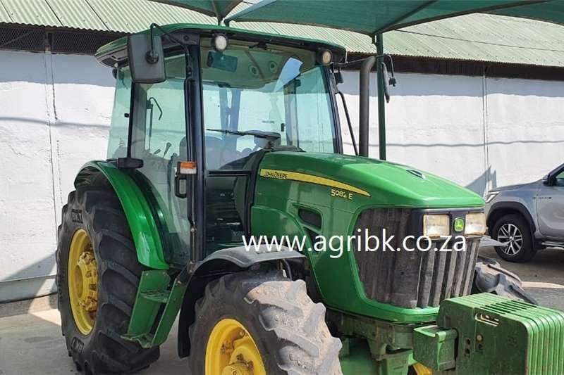 4WD tractors John Deere 5082 E Tractors
