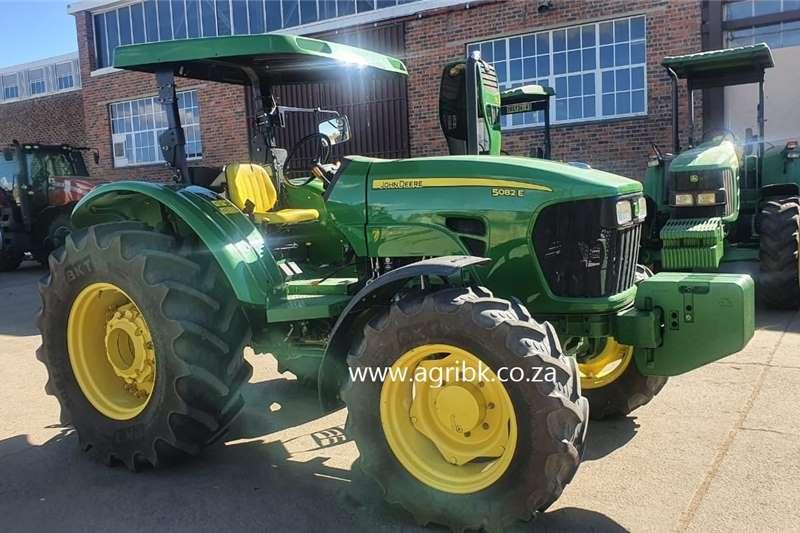 4WD tractors John Deere 5082E Tractors