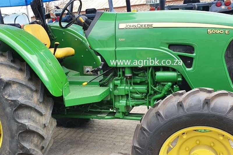 4WD tractors John Deere 5090 E Tractors
