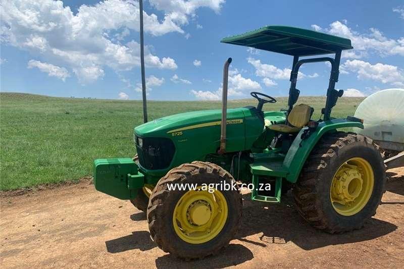 4WD tractors John Deere 5725 Tractors