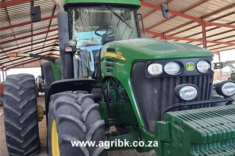 4WD tractors John Deere 7920 Tractors