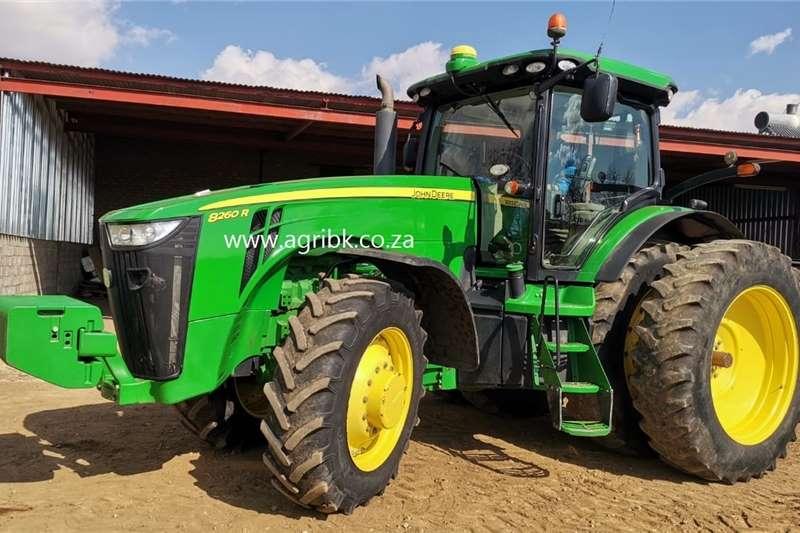 4WD tractors John Deere 8260 R Tractors