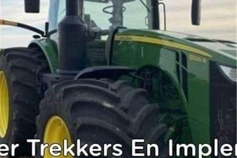 4WD tractors John Deere 8320R Tractors