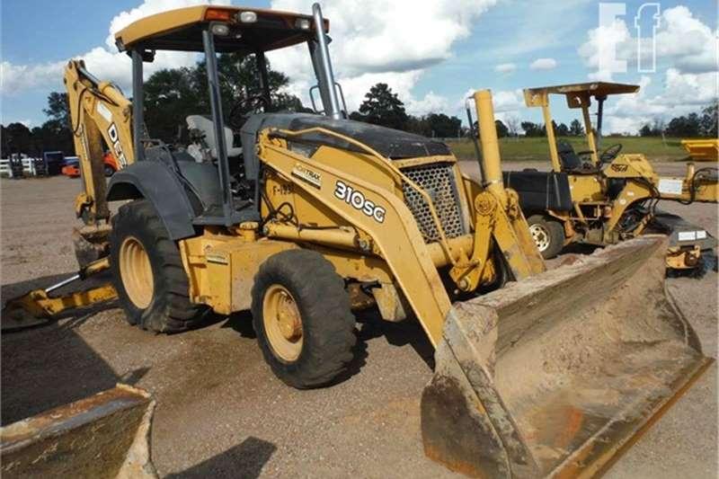 4WD tractors LOT # 1544  DEERE 310SG TLB TRACTOR Tractors