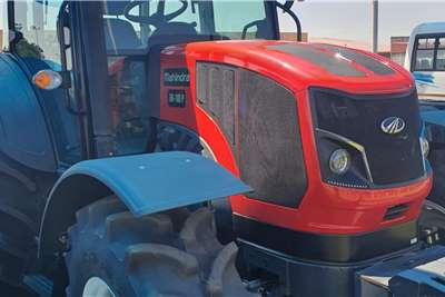 4WD tractors Mahindra 1104 Cab Tractors