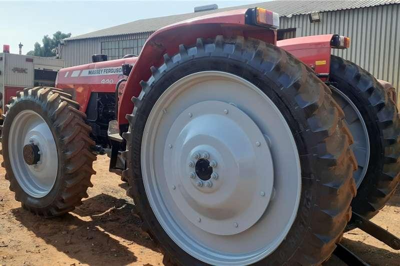 4WD tractors Massey Ferguson 440 HC Tractors