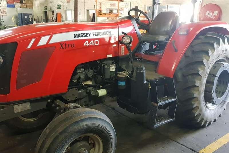 4WD tractors Massey Ferguson 440 Xtra Tractors