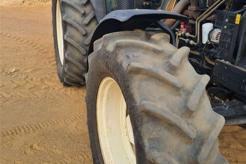 4WD tractors NEW HOLLAND Tractors
