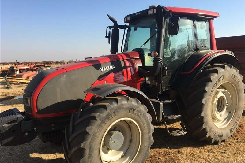 4WD tractors Valtra T171 with GPS & Auto steer Tractors