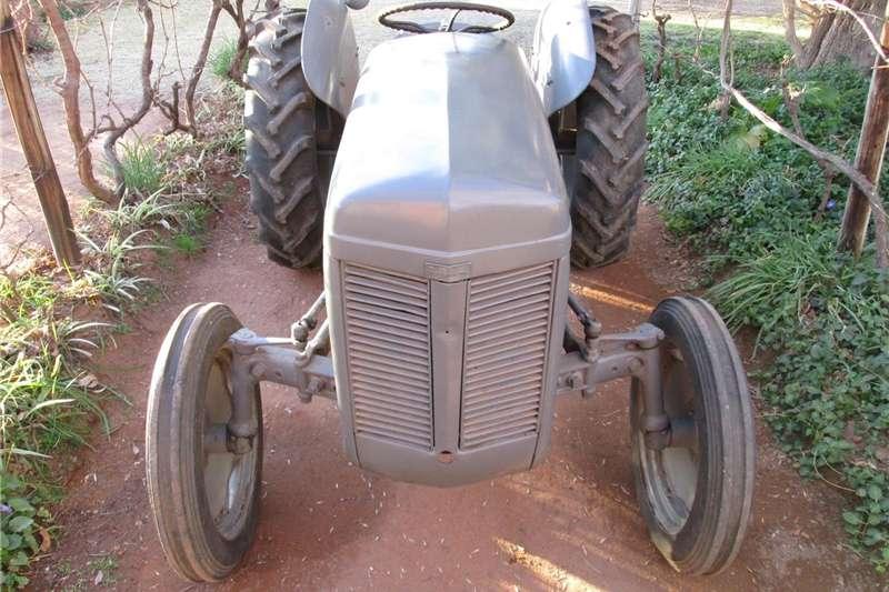 Tractors Antique tractors Tractor TE20 MF Massey Harry Ferguson Vaaljapie Pl 1950