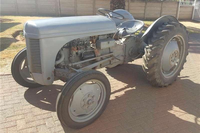 Tractors Antique tractors Vaaljapie trekker
