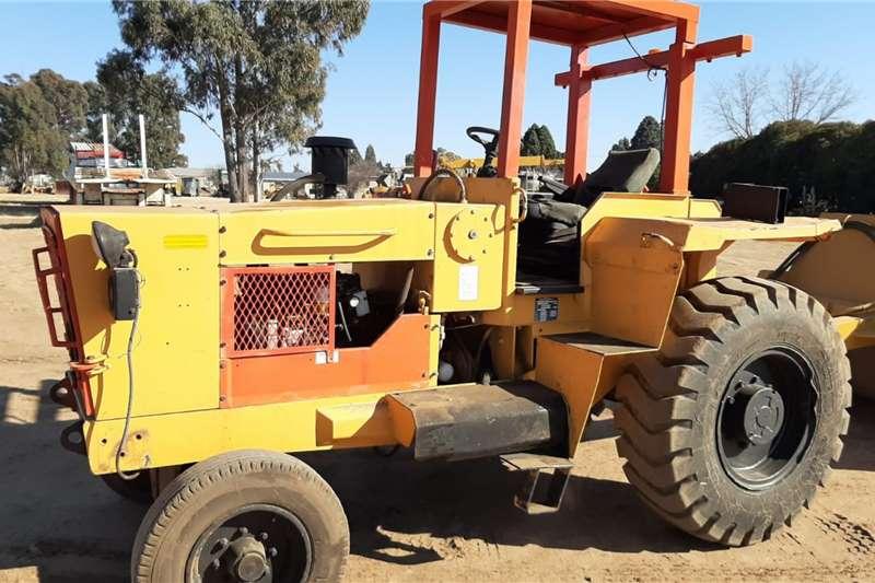 Tractors Dezzi H60 Hauler Tow Tractor