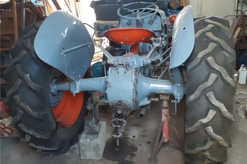 Other tractors Vaaljapie Tractor for sale in good condition with Tractors