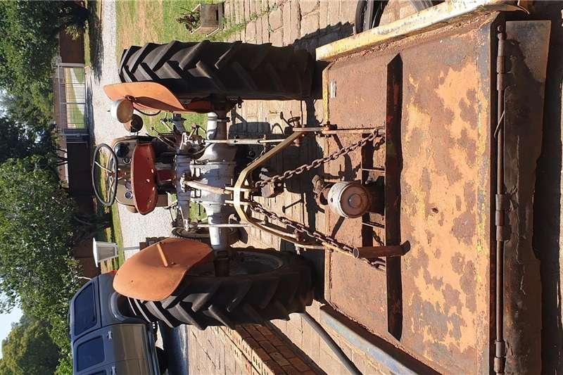 Other tractors Vaaljapie treker met slasher Tractors