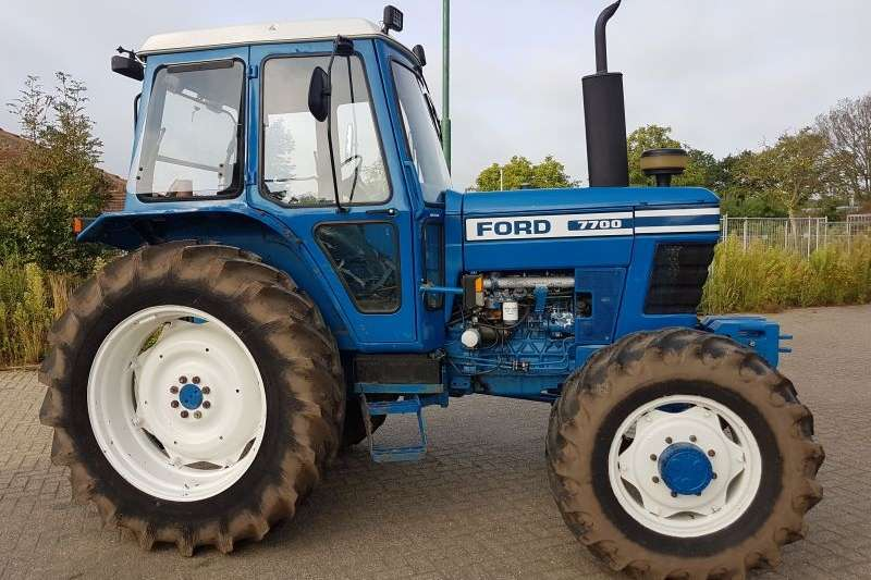 Tractors Two wheel drive tractors average condition 7700 Ford