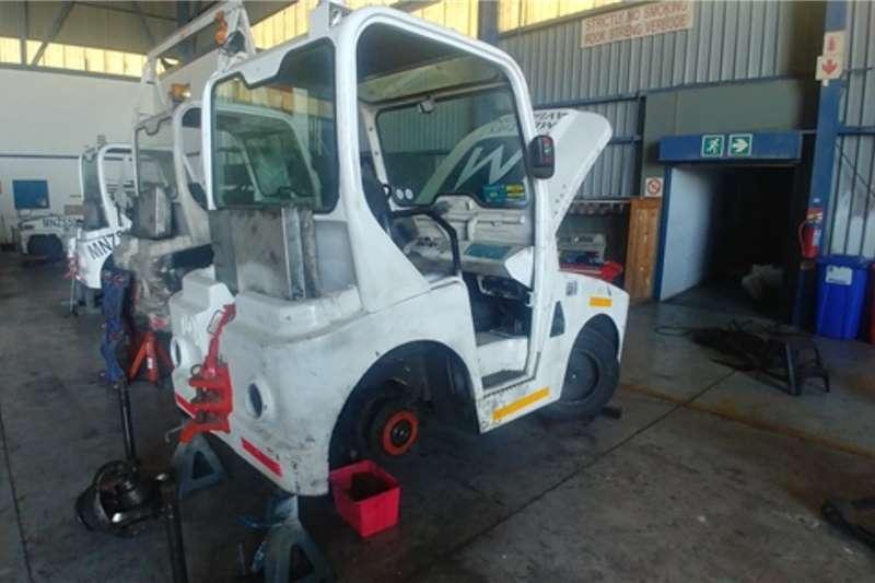 Utility tractors Tow Tractor Tractors