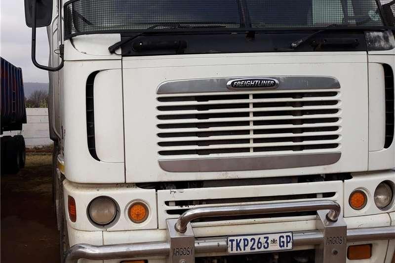 Trucks Double axle FREIGHTLINER ARGOSY 530 CUMMINS 6 X 4 Horse 2006