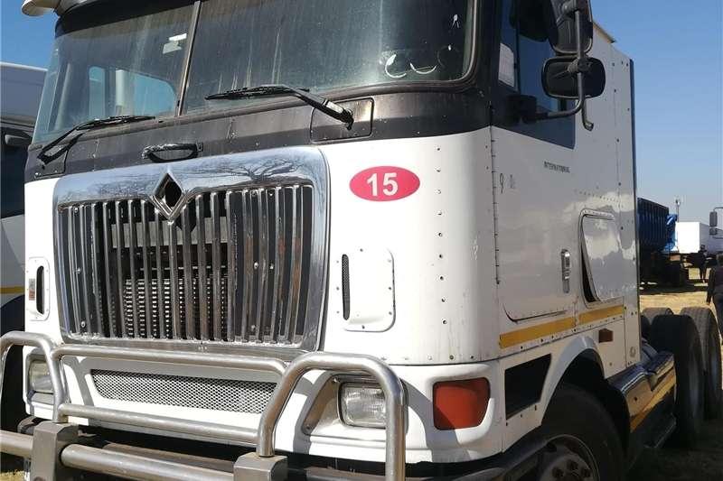 Trucks Double axle International 2003