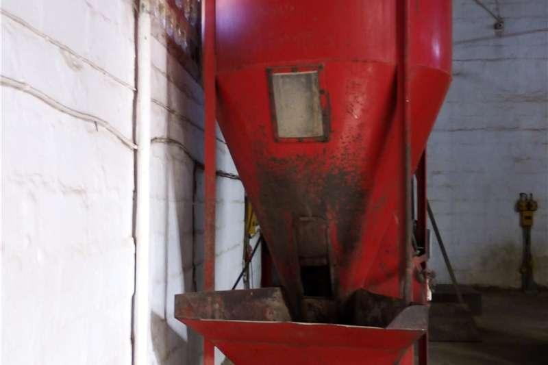 Vertical feed mixers Vertical Feed Mixer   Uranium Engineering   Second