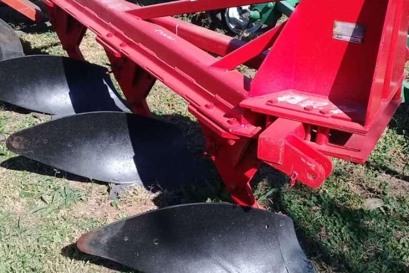 Vincs Ploughs Mouldboard ploughs 3 skaar ploeg