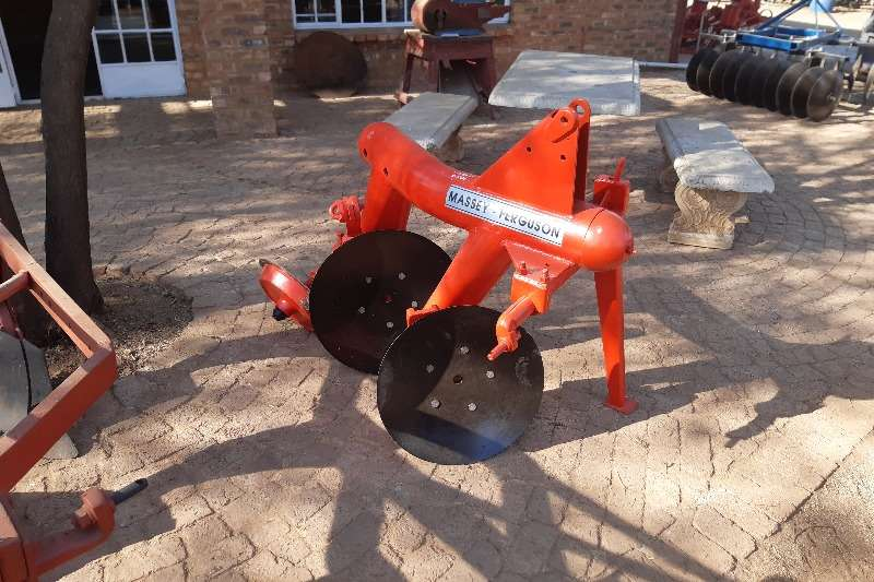 Vincs Tillage equipment Ploughs 2 Disc MF Plough