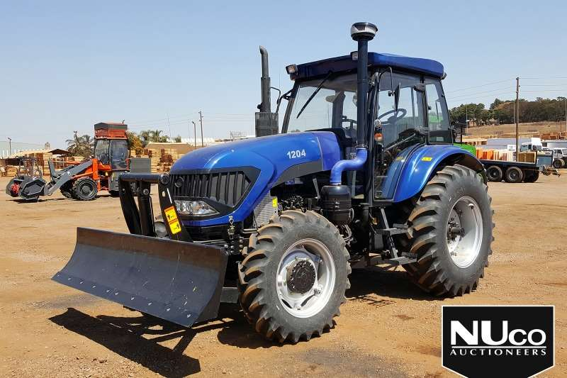 YTO Tractors YTO 1204 6 CYLINDER TRACTOR WITH BLADE ATTACHMENT 2018