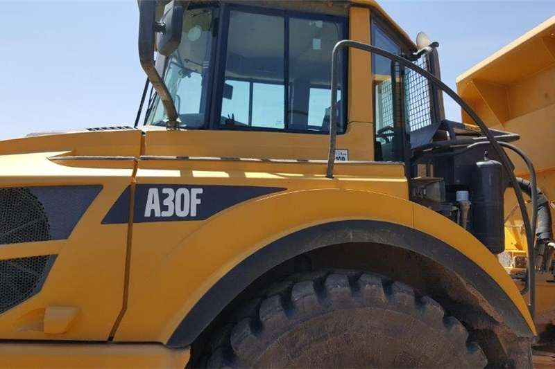 Bell Dumpers Trucks B40D Used Attachments