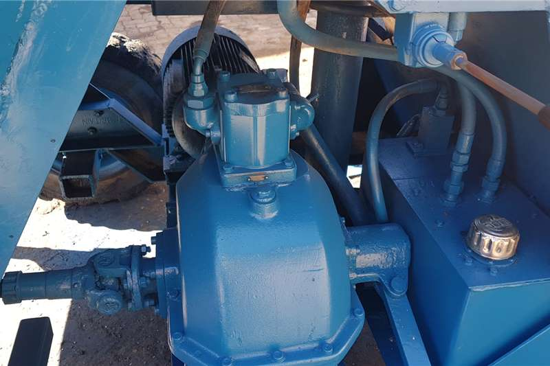 Winget 750 Liter Concrete Mixer Electric Self Load Attachments