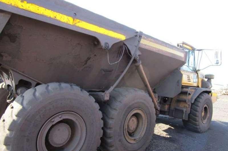 Bell ADTs Bell B30D, 6X6 Articulated Dump Truck