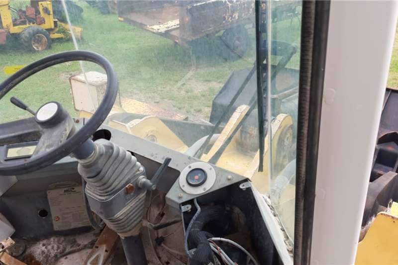Bell L 2208 C Front End Loader FELs