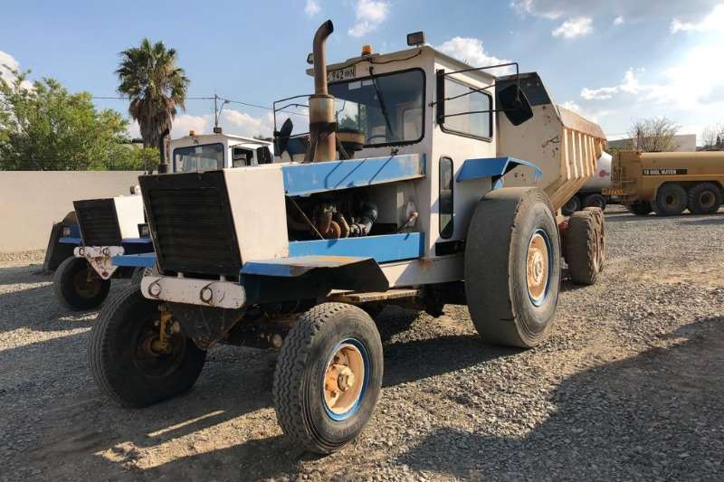 Bell Tractors - towing 1766T TRACTOR WITH SHAWNEE POOLE TRAILER 1997
