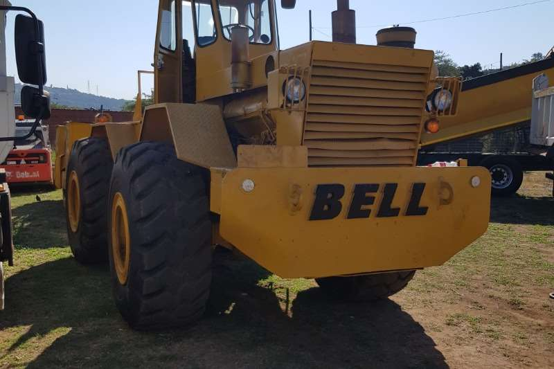 Bell Tractors - Towing BELL TOW TRACTOR WITH GRID ROLLER 1999