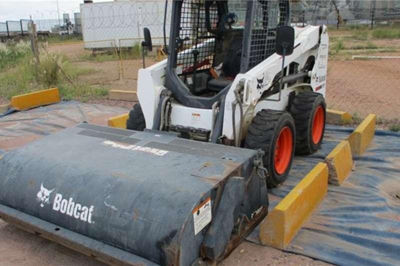 Bobcat Skidsteer loader Bobcat S510 Skid Steel Loader & Attachments 2013