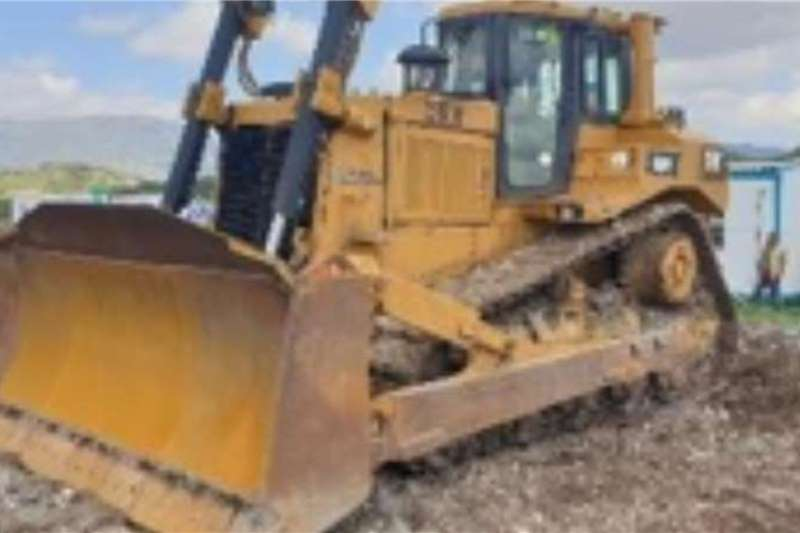 Caterpillar Dozers D8R WITH RIPPER, 9184 hours 2007