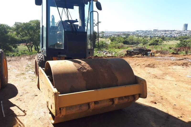 Caterpillar Rollers CS 433E 2004