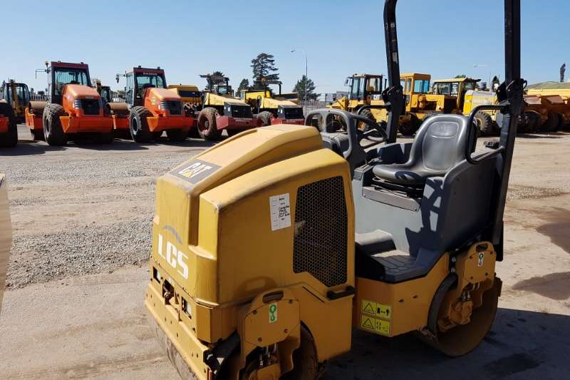 Caterpillar Rollers Single drum 2013 Caterpillar CB14B Smooth Drum Roller 2013