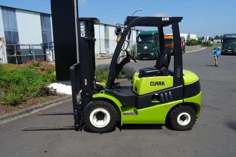 Clark Forklifts Diesel forklift 2.5 Ton Diesel Powered Forklift