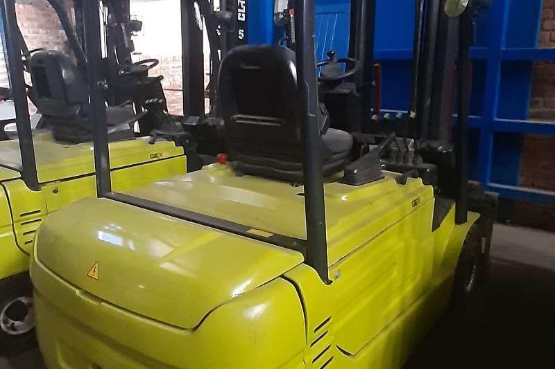 Clark Electric forklift GEX30L Forklifts