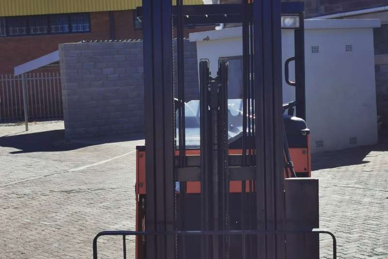 Crown Forklifts Crown Reach Truck BR 16 JW 5 2011