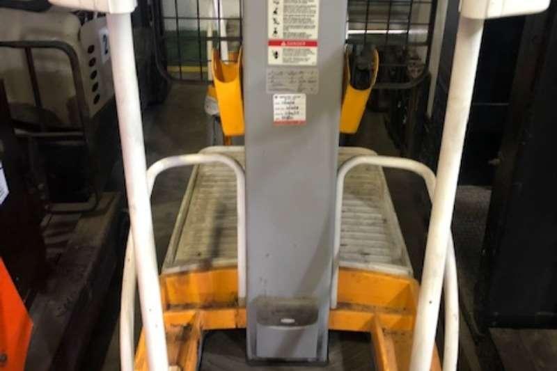 Crown Forklifts Crown Wave Order Picker WAVE 50  118 2011