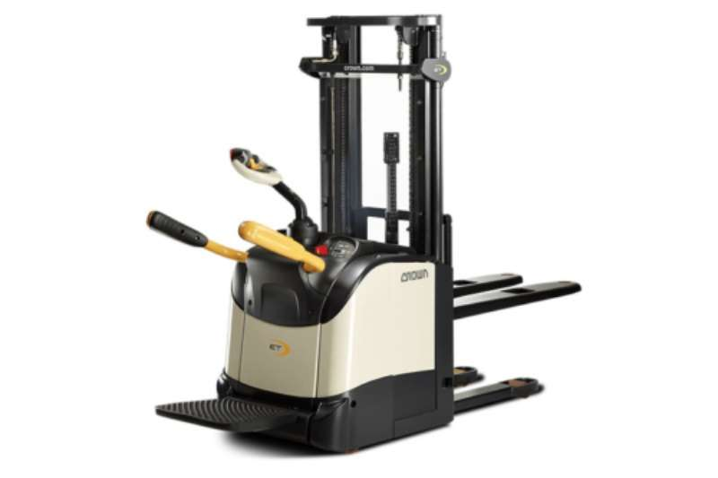 Crown Forklifts Electric forklift Crown Stackers – ET 4000 Series