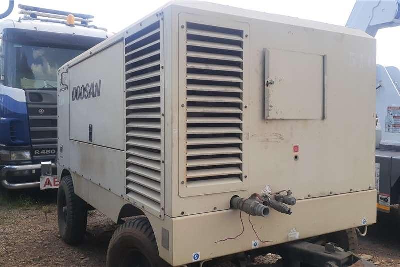 Doosan Doosan 9/235 4 Wheel Mobile Compressor 825 CFM Compressors