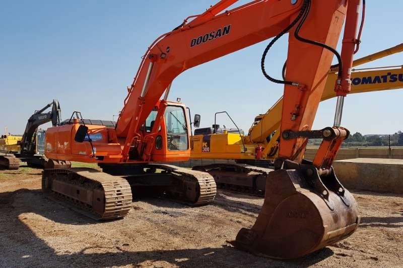 Doosan Excavators 2003 Doosan 290LC V 28T Excavator 2003