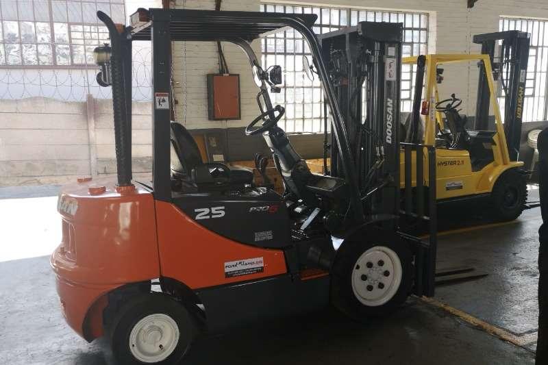 Doosan Forklifts Diesel Forklift 2.5Ton D25S-5 Forklift