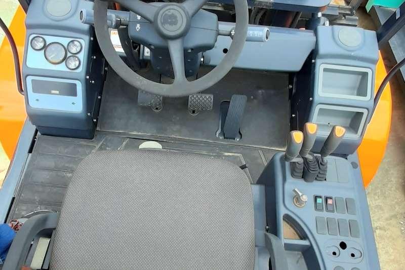 Doosan Diesel forklift D70s 5 Forklifts