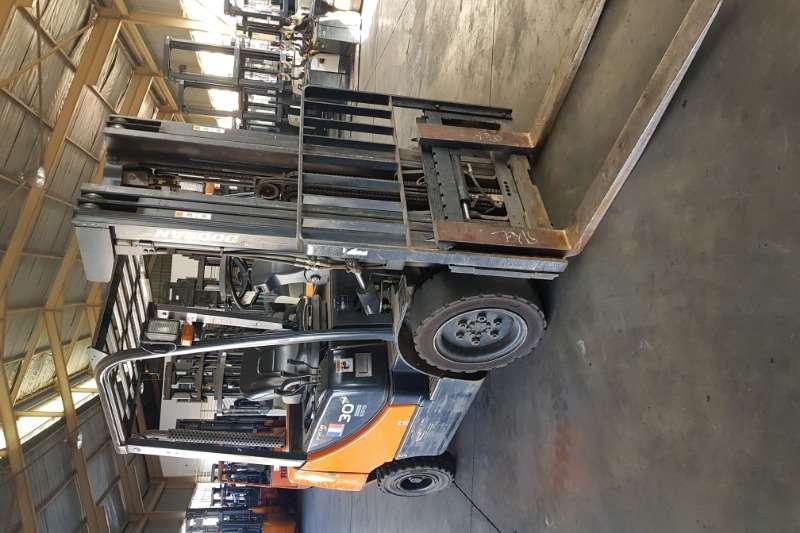 Doosan Forklifts Diesel forklift DoosanD30S 5 2013