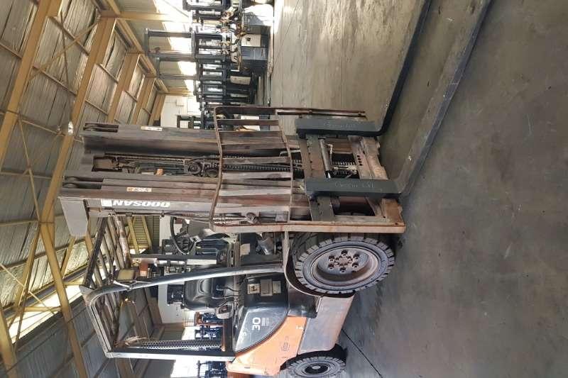 Doosan Forklifts Diesel forklift DoosanD30S 5 2014